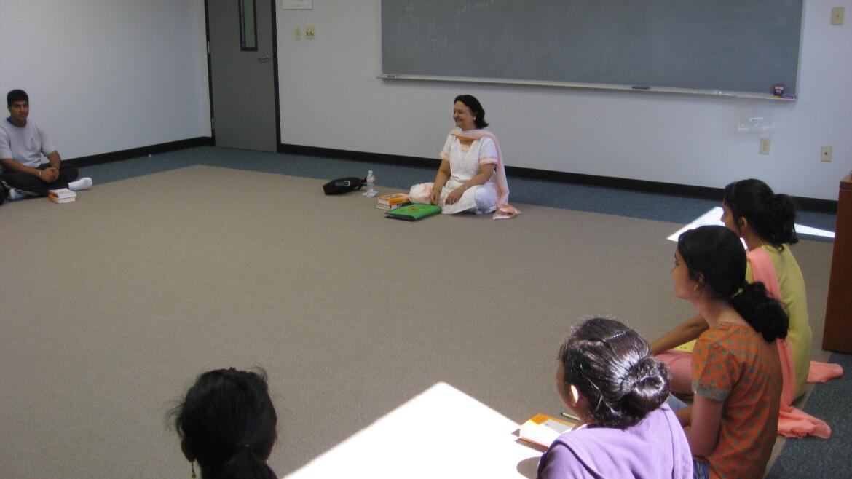 Pujya Darshana Aunty Teaching